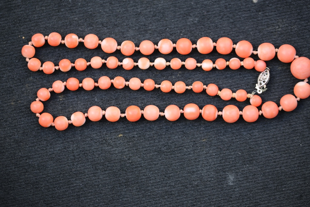 Jewelry040 estate coral necklace 21 inches long weight 29.7 gram